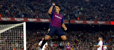 Luis Suárez celebra un gol ante el Sevilla. Foto: Twitter.
