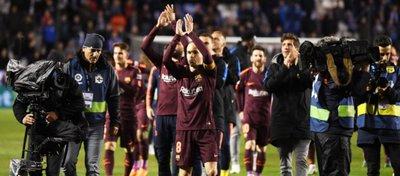 El Barça celebra el título de Liga sobre el césped de Riazor. Foto: @optajose.