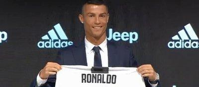La camiseta de Cristiano sigue causando furor en Italia. Foto: Twitter.