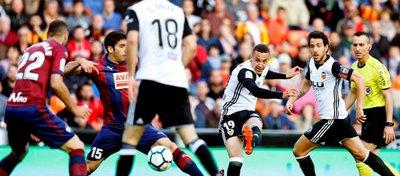 Imagen del partido entre el Valencia y el Eibar del pasado fin de semana. Foto: Marca.