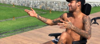 Ola de críticas a Neymar por su particular homenaje a Stephen Hawking