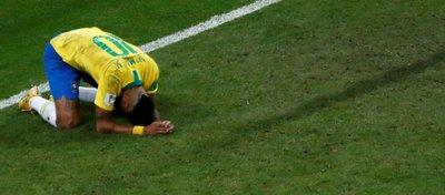 Neymar se lamenta tras la derrota ante Bélgica. Foto: Twitter.