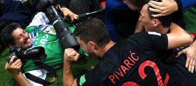 Momento en el que Yuri Cortez fue derribado por la selección croata. Foto: Getty.
