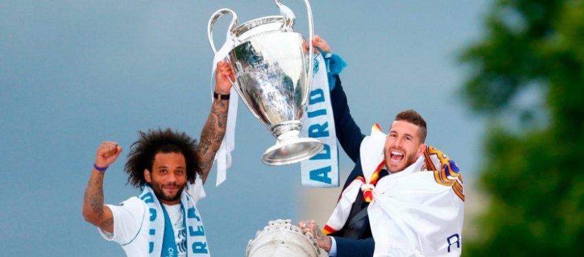 Marcelo y Sergio Ramos levantan la Champions en la fuente de Cibeles. Foto: Twitter.