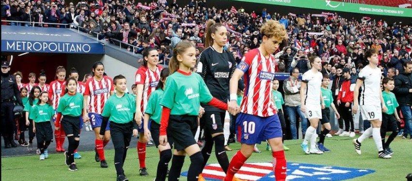 El Wanda se vistió de gala para el derbi femenino de Madrid. Foto: Twitter.
