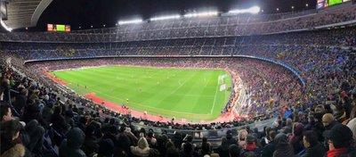 El Camp Nou presentó una imagen muy pobre ante el Valencia. Foto: Twitter.