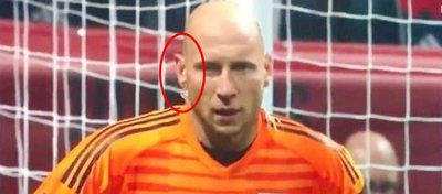 Lo nunca visto en el mundo del fútbol, entrevista en pleno partido
