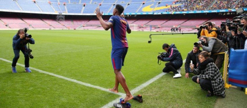 Yerri Mina, en su presentación como nuevo jugador del FC Barcelona. Foto: Diario Ole.