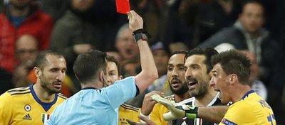 Buffon fue expulsado cuando la Juventus soñaba con la remontada. Foto: Twitter.