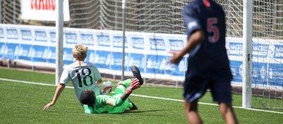 El pequeño Totti no quiso marcar cuando tenía todo de cara. Foto: Twitter.