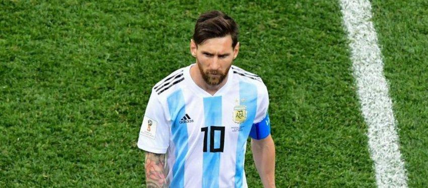 Messi, uno de los nombres propios del descalabro de Argentina. Foto: Twitter.