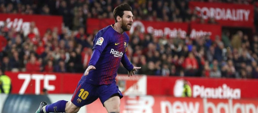Messi celebra el 2-2 ante el Sevilla. Foto: Twitter.
