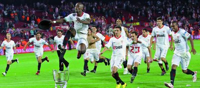 El Sevilla celebra la Copa del Rey de la temporada 2009-10. Foto: Sevilla FC.