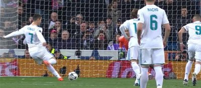 Cristiano Ronaldo, momentos antes de ejecutar el penalti. Foto: Twitter.