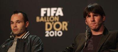Iniesta y Leo Messi, en la gala del Balón de Oro del año 2010. Foto: Antena 3.