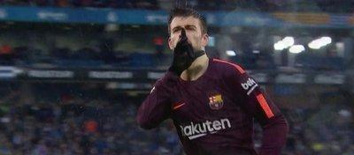 Piqué, verdugo del Espanyol en Cornellà. Foto. Twitter.