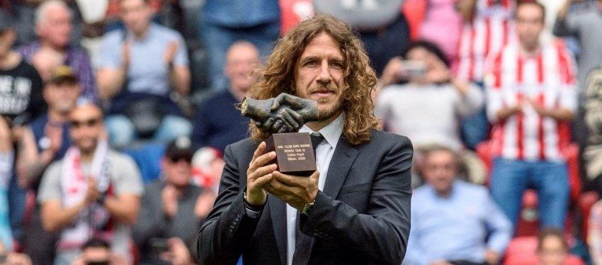 Carles Puyol recibiendo el premio One Club