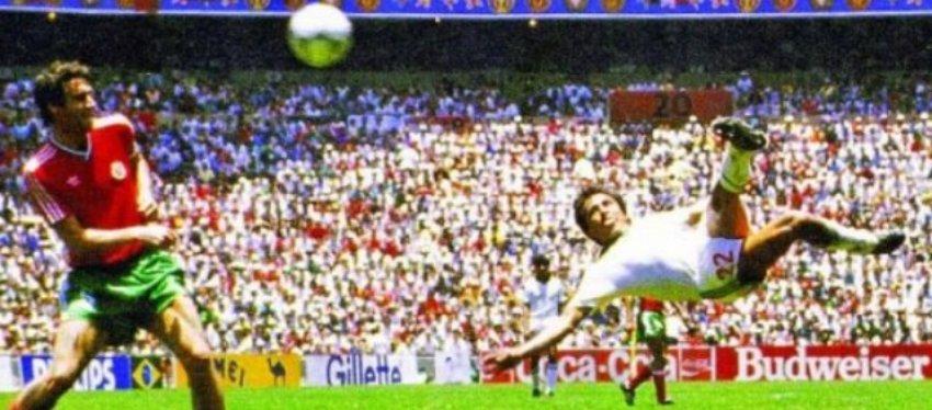 Manuel Negrete, autor del mejor gol de la historia de los Mundiales. Foto: Campeche Hoy.