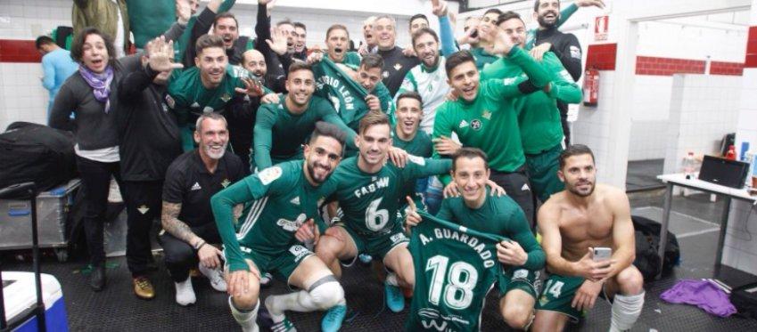 El Betis celebra la manita del pasado sábado ante el Sevilla. Foto: Twitter.