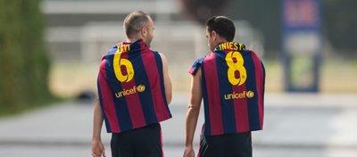 Iniesta y Xavi, dos genios que ya son historia del Barça y del fútbol español. Foto: El Periódico.