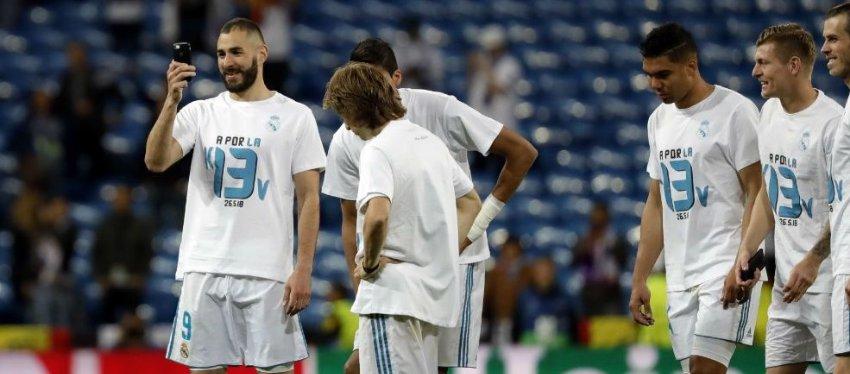El Real Madrid, con la camiseta que ha generado la polémica en los aficionados ingleses. Foto: Twitter.