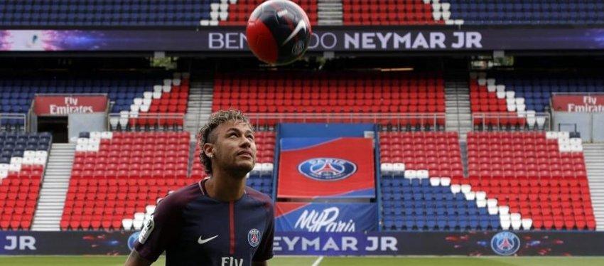 Neymar, en su presentación con el PSG. Foto: Mundo Deportivo.