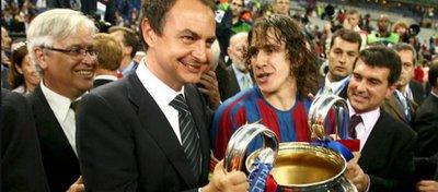 Zapatero y Puyol, tras la Champions del Barça del año 2006. Foto: Madrid-Barcelona.