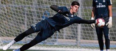 Courtois responde a la afición del Chelsea tras las críticas por fichar por el Madrid